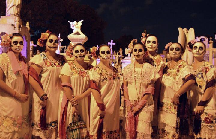 ユカタン風の死者の日の仮装グループ