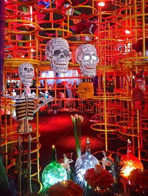 死者の日の現代アート×祭壇1