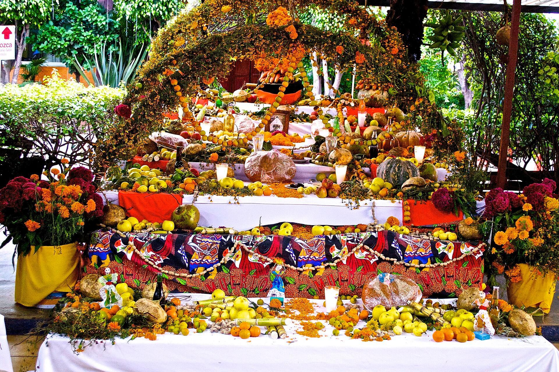 死者の日の豪華な祭壇
