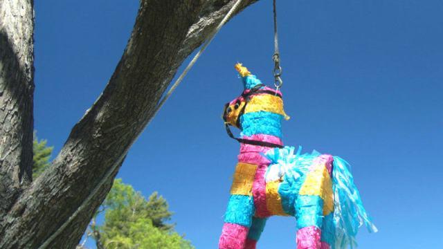 カラフルな馬のピニャータ