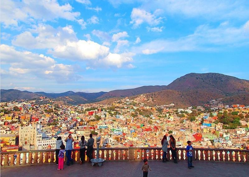 グアナファトの街並みを、ピピラの丘から望む