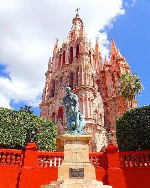 サンミゲルデアジェンデの教会