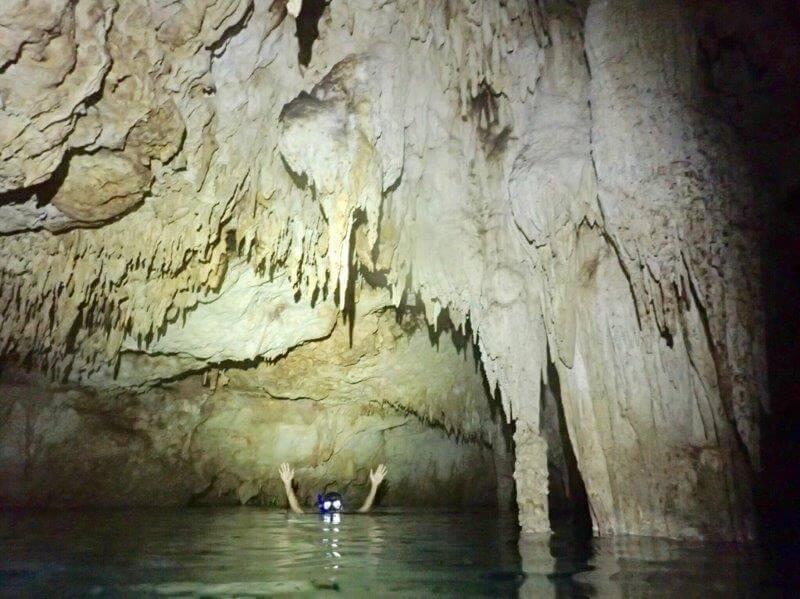 カンクンのセノーテ(洞窟)