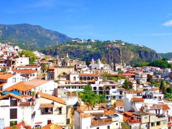 メキシコの白い街・タスコ(Taxco)と山