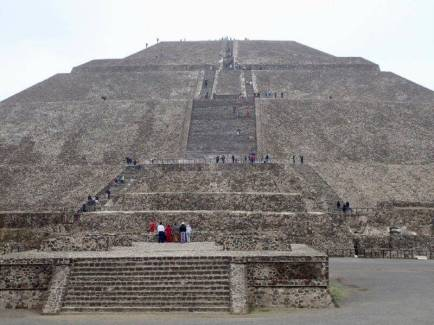 テオティワカン遺跡の太陽のピラミッド