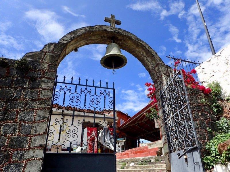 ハニツィオ島の墓地のゲート