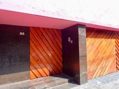 ヒラルディ邸の玄関口のドア