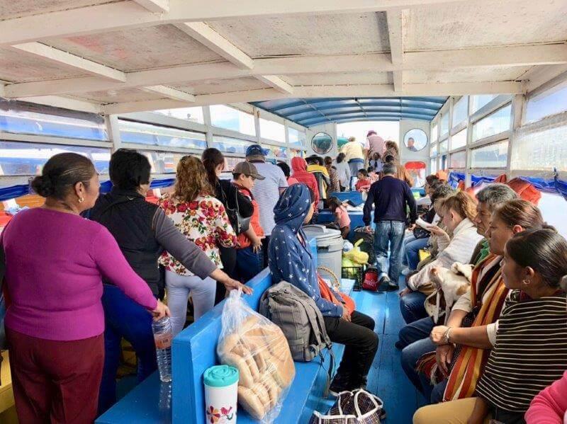 ハニツィオ島への行き方(ボートの中)