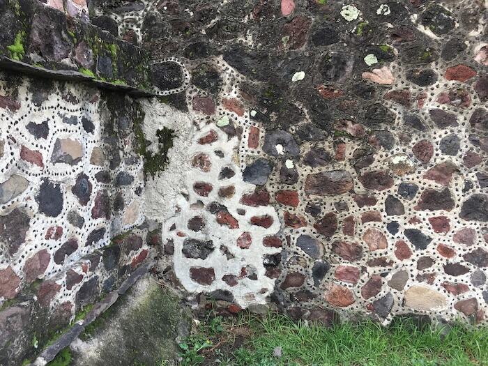 テオティワカン遺跡の博物館の修復ずみ箇所の見分け方