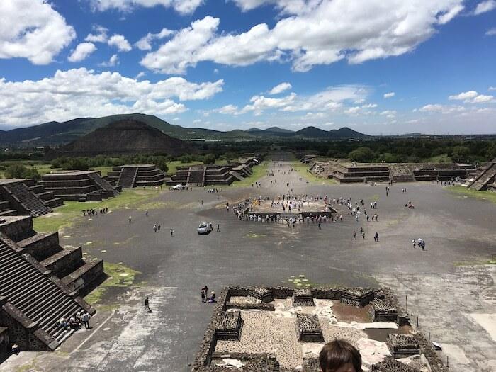 テオティワカン遺跡の月のピラミッドからの眺め(広場方向)