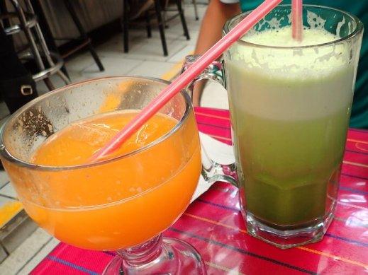 オレンジジュースとアグア デ アルファルファ