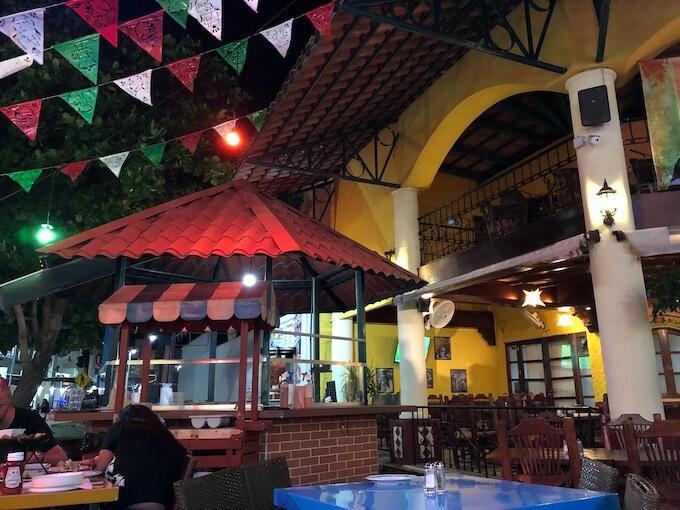 カンクンのメキシコ料理レストランMEXTREME1