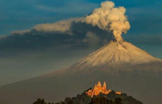 チョルーラの教会とポポカテペトル山