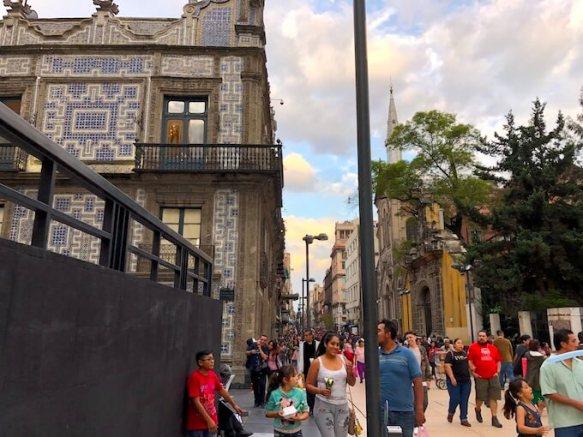 メキシコシティ歴史地区のマデラ通り