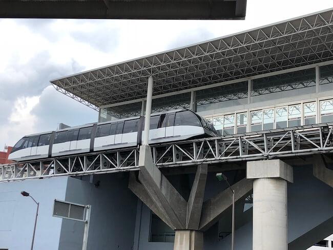 メキシコシティ空港ターミナル間移動のエアートレイン1