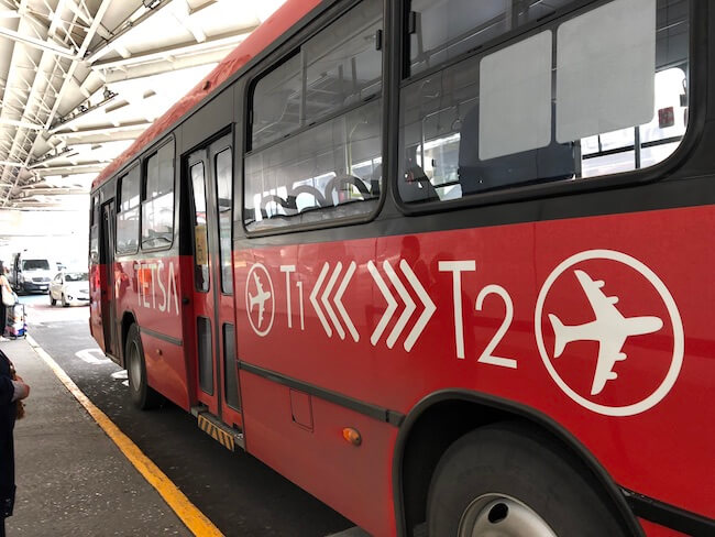 メキシコシティ空港ターミナル間移動のバス7
