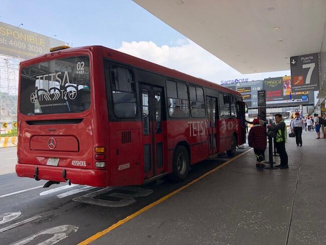 メキシコシティ空港ターミナル間移動のバス9