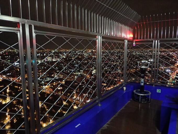 ラテンアメリカタワーの夜景(メキシコシティ)屋外展望台1