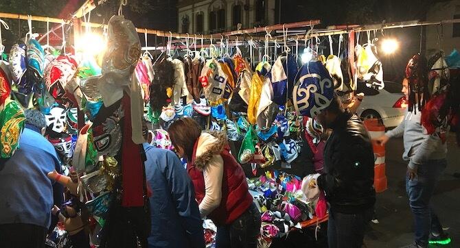 メキシコシティのアレナメヒコ(ルチャリブレ会場)マスクの販売2