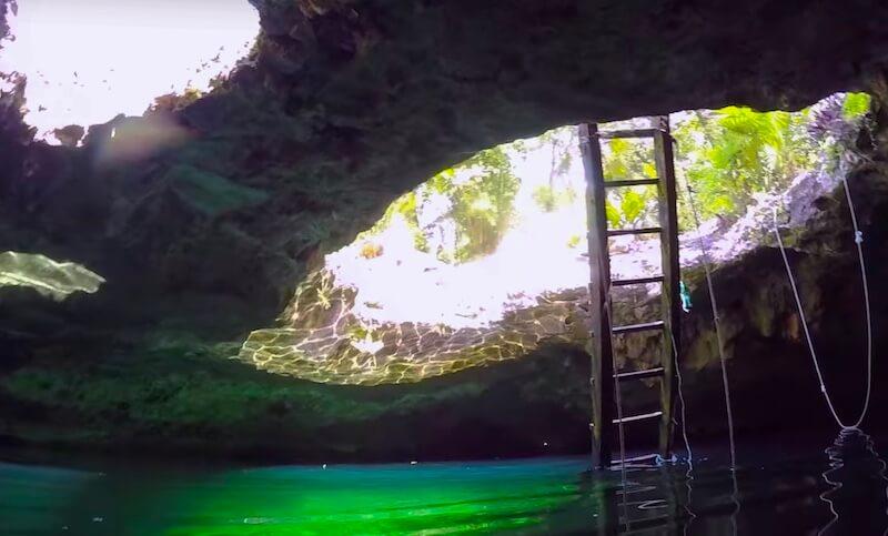 セノーテカラベラの入り口