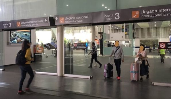 ターミナル2の3番出口