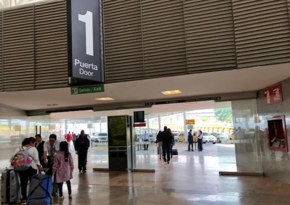 メキシコシティ空港第1ターミナルの一番出口1