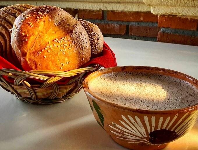 黄身パン(pan de yema)&ホットチョコレート