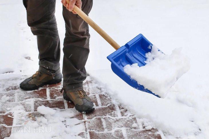 Очистка тротуарной плитки от снега