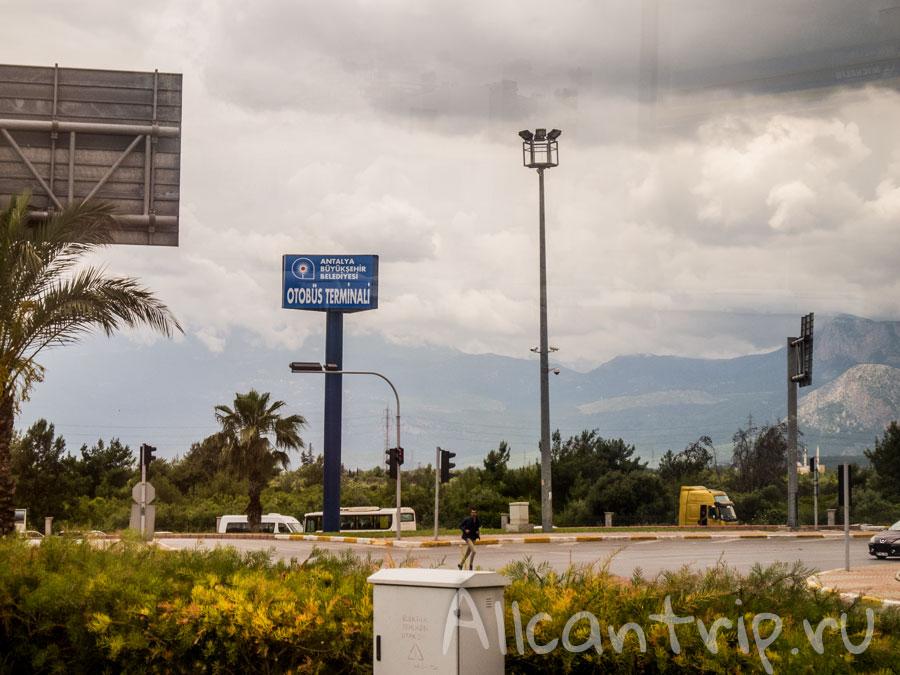 مطار أنطاليا نحن نسافر من مطار أنطاليا إلى بيليك باصات في بيليك