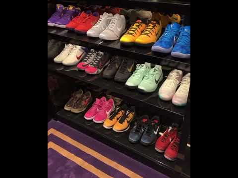 DRAKE SHOWS OFF HIS SNEAKER COLLECTION