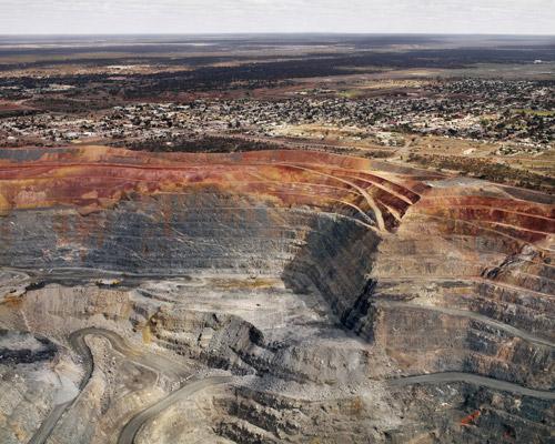 Нефтяные реки,  мусорные берега. Фотограф Эдвард Буртинский о социальных и экологических  проблемах