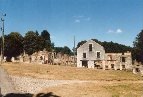 Город-призрак Орадур-сюр-Глан. Старый памятник военного времени во Франции