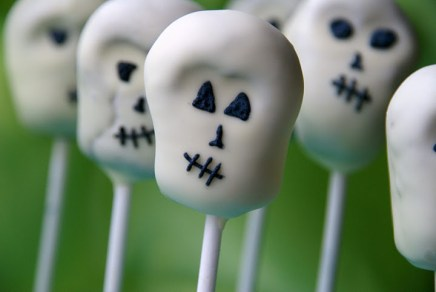 Red Ted Art - Skull Cake Pops - Skeleton Crafts and Activities on Alldonemonkey.com