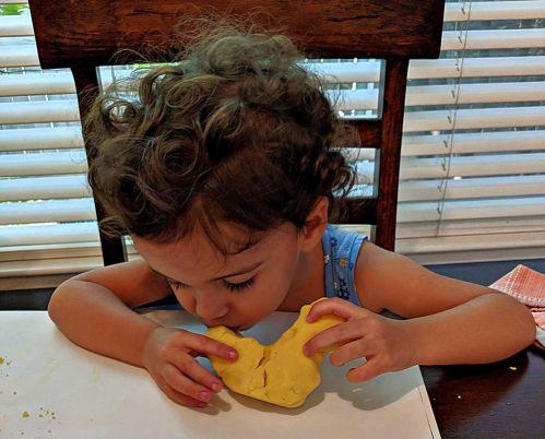 Easy Spanish Activity with Play Dough | Alldonemonkey.com