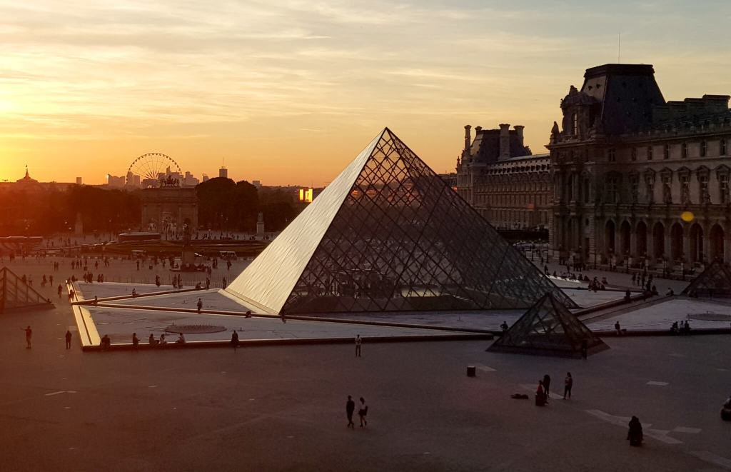 tips Parijs Louvre avond