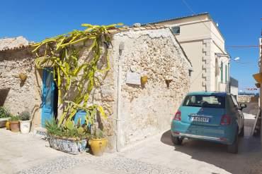 Een auto in huren Sicilië is een leuke manier om veel van het eiland te zien.