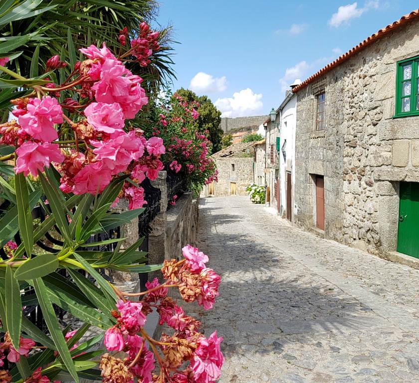 Het dorp Linhares da Beira in Portugal