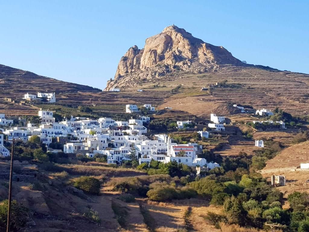 Het middeleeuwse dorp Tripotamos op Tinos