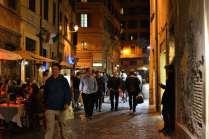Everyone walks in Rome ~ it's so enjoyable!
