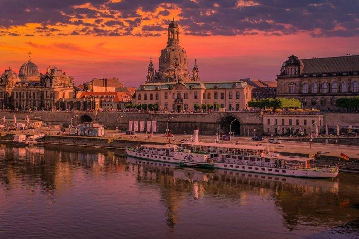 Ich wohne in Dresden.