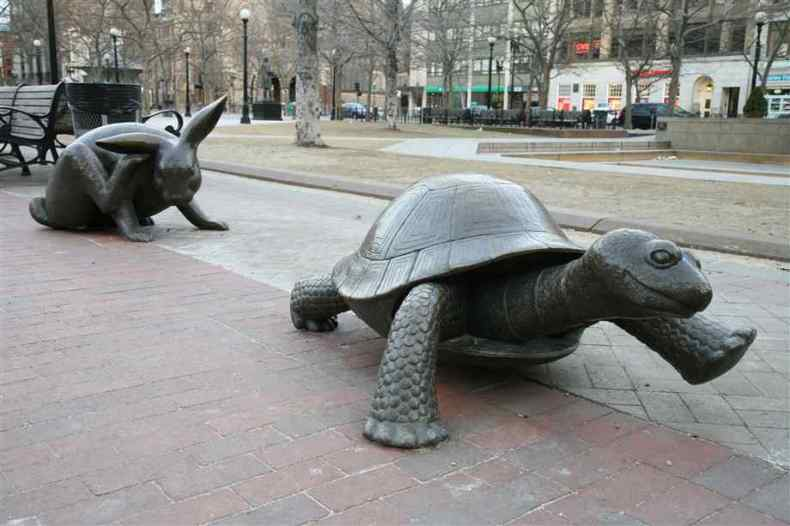 turtle-and-rabbit-statues