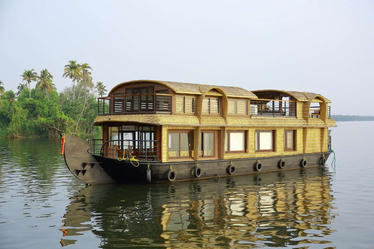 lake ripple luxury houseboat alleppey
