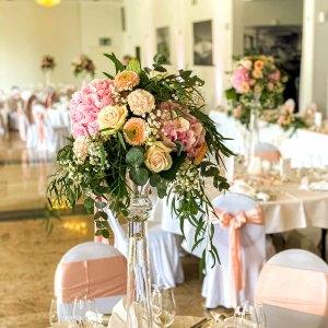 Tischdekoration Hochzeit allerart blumen