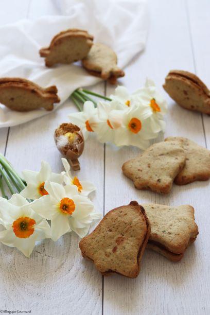 Biscuits au pralin fourrés au chocolat