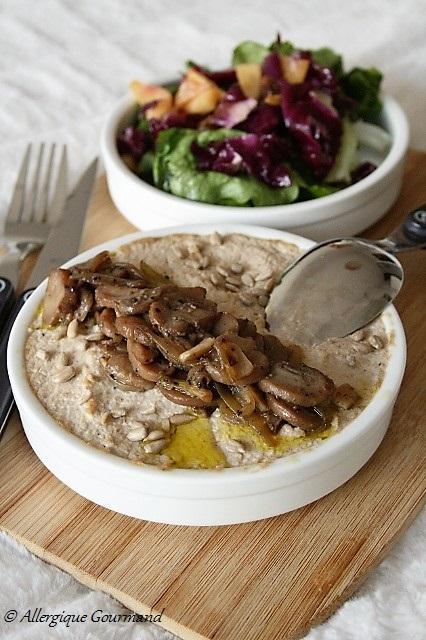 porridge crémeux aux flocons de quinoa champignons sans gluten sans oeufs