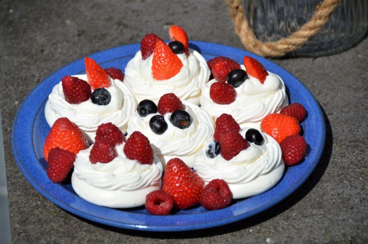 - Meringue Törtchen - ...und was süßes zum Dessert