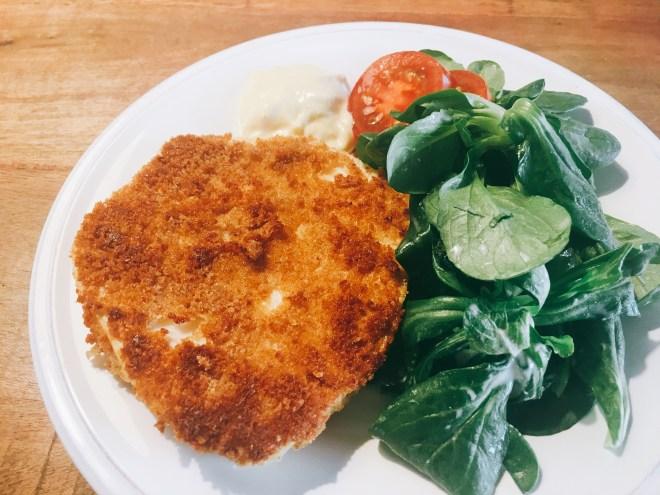 Sellerieschnitzel mit Salat und Senfdip, Rezept