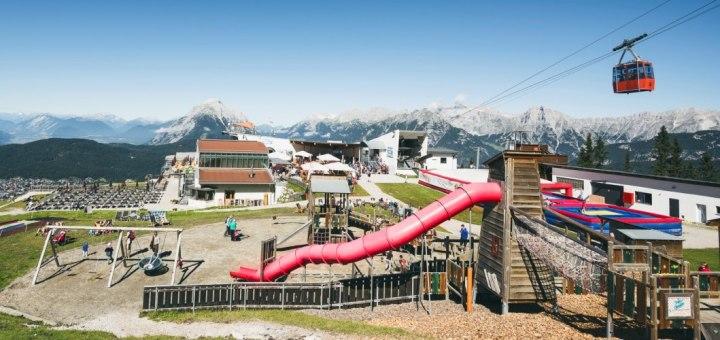 Rosshütte Seefeld   Ein Spielplatz am Berg   Gesamtansicht
