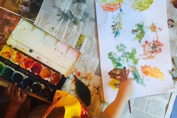 In der Zwischenzeit sind die Kids in Omas Kreativwerkstatt eingetaucht. Meine Schwiegermutter ist nämlich zu Besuch und macht Kinderprogramm während ich arbeite.