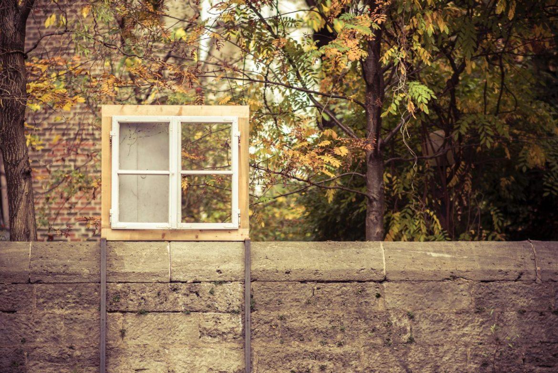 Mauer mit Fenster in München
